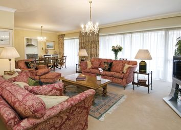 Thumbnail 3 bed flat to rent in Park Lane, Mayfair