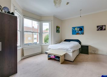 Devonshire Road, Chiswick, London W4. 1 bed flat