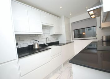 Thumbnail 2 bed flat for sale in Solomons Hill, Rickmansworth