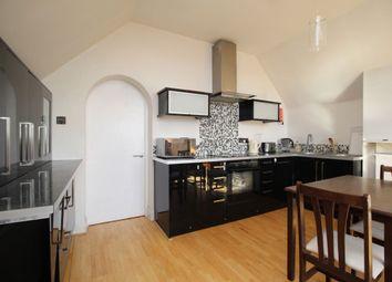 Egham Hill, Egham TW20. 2 bed flat