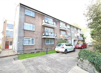 2 bed flat to rent in Park View Road, Kingsbury NW9