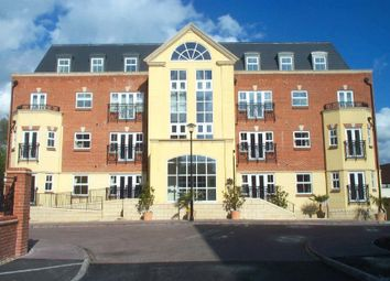 Thumbnail 1 bed flat to rent in Elmers Court, Post Office Lane, Beaconsfield