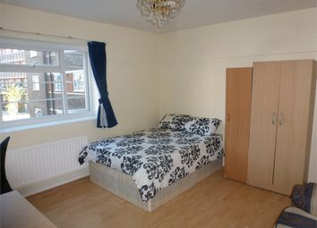 Room to rent in Greenland House, Stepney / Mile End E1