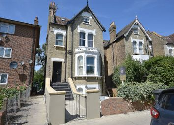 Hopton Road, London SW16. 2 bed flat