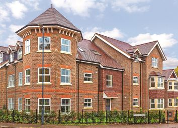 Thumbnail 2 bedroom flat for sale in Walkers Road, Harpenden
