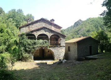Thumbnail 6 bed property for sale in Castelnuovo Di Garfagnana, Toscana, 046009, Italy