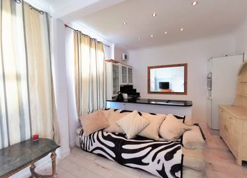 Thumbnail 1 bed flat for sale in Richmond Road, London