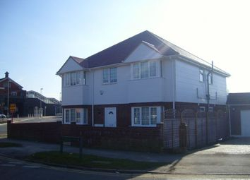 Thumbnail 1 bed flat to rent in The Drive, Horley