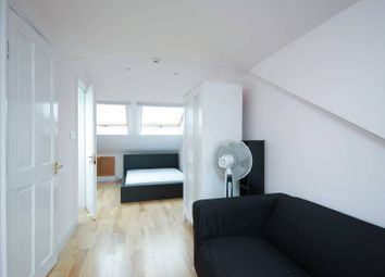 2 bed maisonette to rent in Burlington Road, Chiswick W4