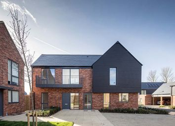 Thumbnail 5 bed link-detached house for sale in Channels Drive, Chelmsford