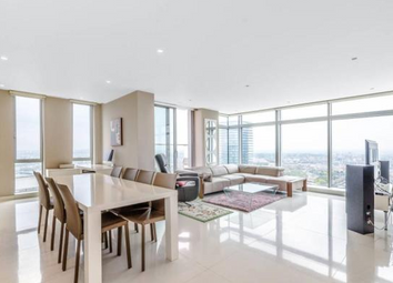 3 bed flat to rent in South Quay, Canary Wharf, London E14