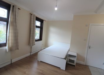 Thumbnail Studio to rent in Ambleside Close, London
