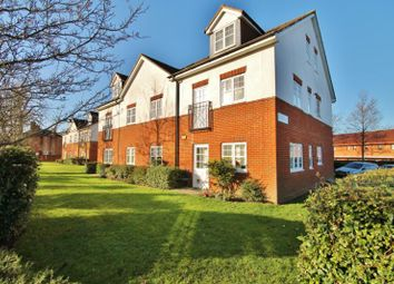 Thumbnail 1 bed flat to rent in Kingsway, Woking, Surrey