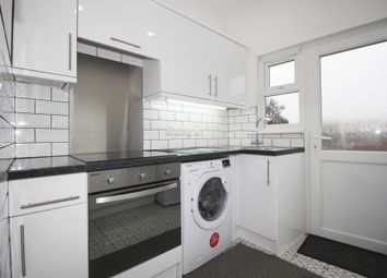 3 bed flat to rent in Ley Street, Ilford IG1
