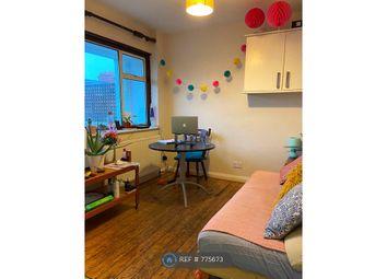 4 bed maisonette to rent in Amesbury Avenue, London SW2