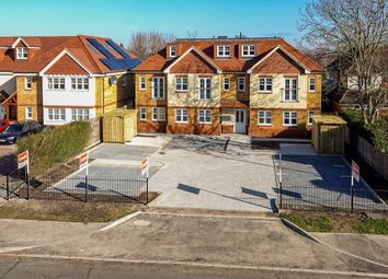 London Road, Aston Clinton, Aylesbury HP22. 3 bed flat for sale
