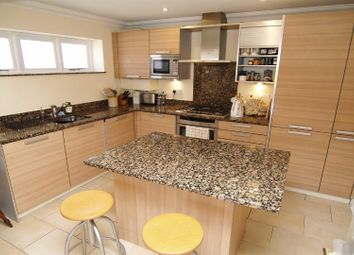 2 bed flat for sale in High Street, Haslemere GU27