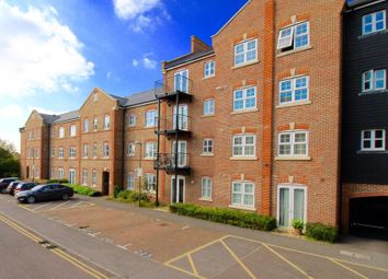 Thumbnail 2 bed flat to rent in Summers House, Aylesbury, Bucks