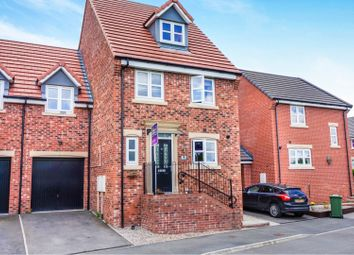 Thumbnail 5 bed town house for sale in Links Way, Drighlington