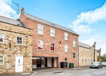 2 bed flat to rent in High Street, Morley, Leeds LS27