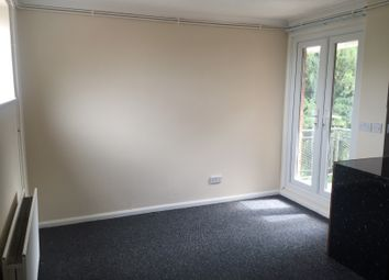 Thumbnail Studio to rent in Ruthin Close, Luton, Beds
