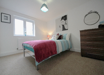 Thumbnail Room to rent in Carlyle Road, London