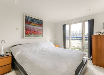 Thumbnail 2 bed flat for sale in Newton Place, Canary Wharf