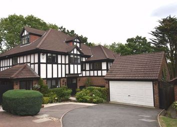 Thumbnail 5 bed detached house for sale in Applewood Close, London