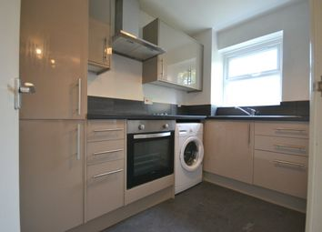 2 bed flat to rent in Molyneux Drive, Tooting, London SW17