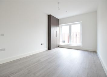 Thumbnail 2 bed flat to rent in Farnham Road, Slough