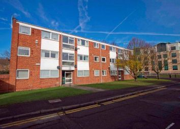 2 bed flat to rent in Whitehall Close, Uxbridge UB8