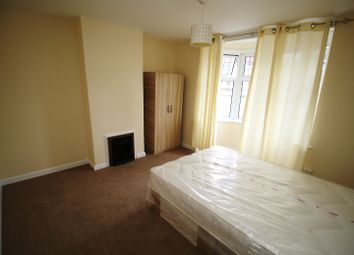 Thumbnail Room to rent in Hamilton Avenue, Tolworth, London