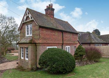 Chamber Lane, Farnham, Surrey GU10. 3 bed detached house