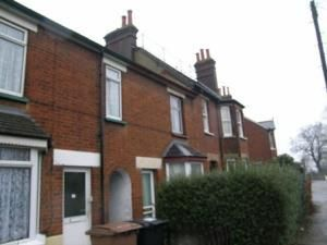 Thumbnail 2 bedroom terraced house to rent in Highbury Road, Hitchin