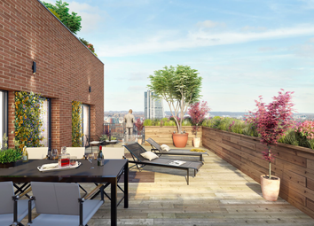 Thumbnail 3 bed flat for sale in Whitehall Road, Leeds
