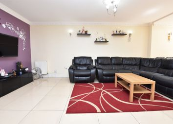 Caernarvon Drive, Ilford IG5. 4 bed property