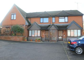 1 bed maisonette to rent in Cambridge Road, Crowthorne, Berks RG45