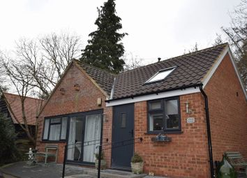 Thumbnail 1 bed property to rent in Hemp Lane, Wigginton, Tring