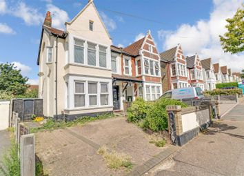 Meteor Road, Westcliff-On-Sea SS0. 3 bed flat