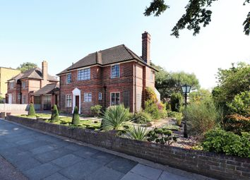 South View, Bromley BR1. 4 bed detached house