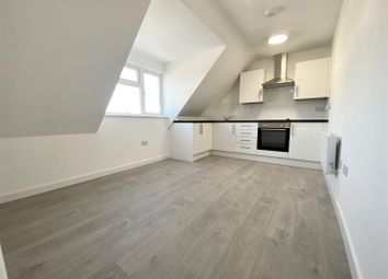 Thumbnail 2 bed flat to rent in Thornhill Road, Luton