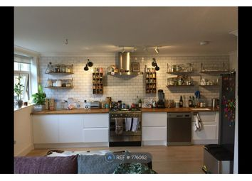 2 bed maisonette to rent in Dorchester Court, London N1