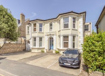 2 bed flat to rent in Grove Crescent, Kingston Upon Thames KT1