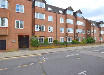Uxbridge Road, Hatch End, Pinner HA5. 1 bed flat