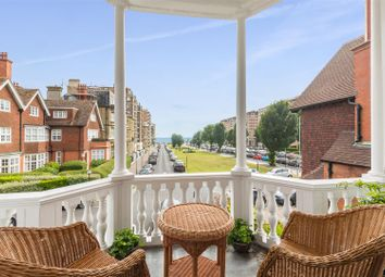 3 bed flat for sale in Grand Avenue, Hove BN3