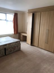 Thumbnail Room to rent in Lambourne Gardens, Chingford
