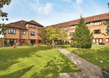2 bed flat for sale in Fairacres Road, Didcot OX11