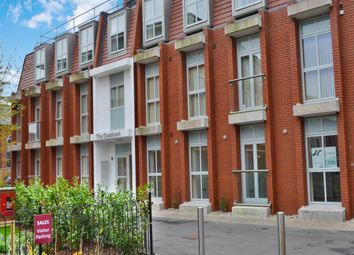 Thumbnail 2 bed flat to rent in The Quadrant, Newbury, Berkshire