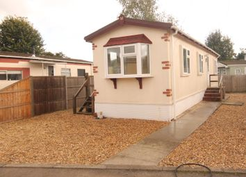 2 bed mobile/park home for sale in Hill Corner Farm Caravan Park, Sandy Lane, Farnborough GU14
