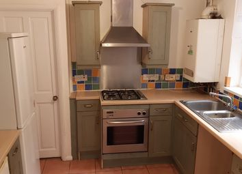 2 bed flat to rent in Napier Road, Luton LU1